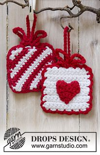 Hanging Gifts - Crochet presents with heart and stripes in DROPS Paris. - Free pattern by DROPS Design Crochet Christmas Decorations, Crochet Christmas Ornaments, Christmas Crochet Patterns, Holiday Crochet, Easy Crochet Patterns, Knitting Patterns Free, Christmas Crafts, Free Pattern, Free Knitting