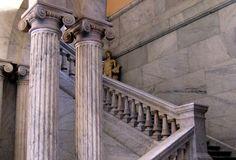 Escalinata del Museo Arqueológico Nacional