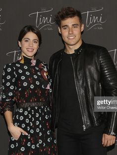 Violetta And Leon, Shawn Mendes, Chef Jackets, Disney, Fashion, Funny Wallpapers For Iphone, Moda, Fashion Styles, Fashion Illustrations