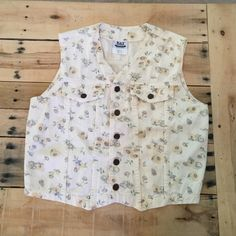 Daisy Vest Vintage Vest by Bay Street Clothing, size medium. Made in 🇺🇸! Fun, on-trend daisy print- very Free People-esque! Vintage Jackets & Coats Vests