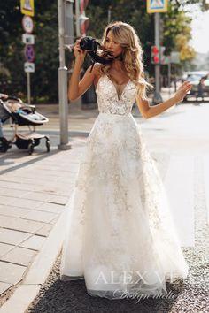 Unique Wedding Dresses Lace Bridal dress 'GOLDIE' // Incredible A-line lace wedding.Unique Wedding Dresses Lace Bridal dress 'GOLDIE' // Incredible A-line lace wedding Wedding Dress Mermaid Lace, Wedding Dress Black, Lace Bridal, Western Wedding Dresses, Princess Wedding Dresses, Best Wedding Dresses, Designer Wedding Dresses, Bridal Dresses, Wedding Gowns