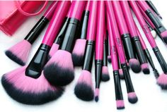 Demi Andrade: Mais de World Girl Shopping - Pincéis de maquiagem...