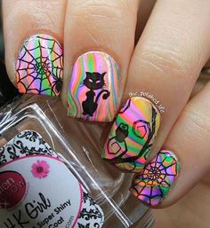 Rainbows could have various meanings in someone's life. Having rainbows on nails can be a simple way of showing life and its many stages of moments and moods Get Nails, Love Nails, How To Do Nails, Pretty Nails, Halloween Nail Designs, Halloween Nail Art, Halloween Patterns, Holiday Nails, Christmas Nails