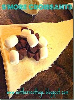 Anti climatic- the marshmallows dissipate . mini marshmallows + chocolate chips + crescent rolls = perfect for our dessert party! Just Desserts, Delicious Desserts, Dessert Recipes, Yummy Food, Dessert Healthy, Quick Dessert, Dessert Pizza, Little Lunch, Def Not