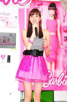 拡大画像 003l | 新川優愛、バービー風衣装で美脚披露「大胆にピンクにしてみました!」 | マイナビニュース