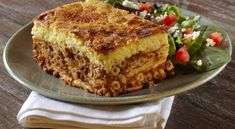 The best pastitsio Pastichio Recipe, Greek Pastitsio, Cyprus Food, The Kitchen Food Network, Middle East Food, Sauce Béchamel, Chocolate Fudge Frosting, Egyptian Food, Greek Dishes
