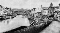 Segunda mitad del Siglo XIX, con la Merced, pero todavía sin su puente. Al fondo vemos el primitivo puente colgante de la ribera (volado en la guerra carlista de 1874) y mas atrás el también desaparecido puente medieval de San Antón.