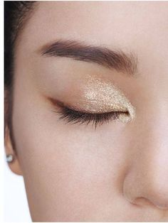 Champagne inspired eye makeup #MatildaByTrueLove #Fashion #Style http://ift.tt/2iND4FQ http://ift.tt/1MDtyLA #highlighter