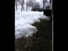 """""""Tsunami di ghiaccio"""" invade le case Minnesota,in Canada si sente il crepitio del ghiaccio che si rompe. Impressionante, mai visto una cosa del genere."""