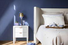 Couleur #FlamantbyTollens 2018 : BLUE JEANS - Incontournable dans nos garde-robes, ce bleu indigo est aussi indispensable en décoration. Toujours actuel, il est la base solide sur laquelle décliner les ambiances. Blue jeans apporte sa modernité aux beiges et aux bruns. Avec des gammes de gris et de bleus comme Fjord, Salvia et Baleine, le résultat est frais et lumineux. On peut aussi tenter le chic ethnique avec des teintes chaudes et puissantes telles que Marrakech, Indian Summer ou…