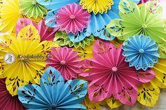 Egyszerű kreatív papírból, pillanatok alatt, varázslatos 3D mandalákat, rozettákat készíthetünk. Tartsatok velem!      David Tutera híres esküvőszervező, tervezte ezt a varázslatos mandala vág&o...