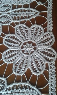 This Pin was discovered by Sev Filet Crochet, Crochet Cord, Freeform Crochet, Irish Crochet, Crochet Lace, Tambour Embroidery, Hand Embroidery Stitches, Needle Lace, Bobbin Lace
