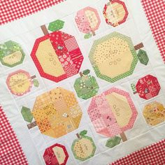 Apple block quilt: beelori1@instagram