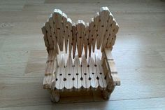 Trabajito hecho con mis manos Popsicle Stick Crafts, Craft Stick Crafts, Diy And Crafts, Arts And Crafts, Popsicle Sticks, Wooden Clothespin Crafts, Clothes Pegs, Painted Sticks, Homemade Crafts