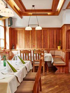 Gastfreundschaft und individuelle Betreuung sind uns ein besonderes Anliegen. #klöcherhof #domittner Hotels, Das Hotel, Restaurant, Conference Room, Table, Furniture, Home Decor, Garage Interior, Single Bedroom