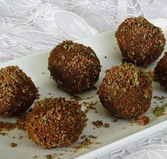 This recipe for no-bake Peppermint Crisp Balls is quick, easy and delish! Ingredients ½ tin (200 gram) caramelized condensed milk One packet (200 gram) biscuits. We used Bakers Choc Mint […]
