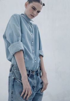 Denim inspo l full outfit l Sophie Hirschfelder By Franck Sauvaire For Flaunt Magazine. Denim Fashion, Look Fashion, Fashion Beauty, Blue Fashion, Woman Fashion, All Jeans, Jeans Denim, Denim Editorial, Blue Is The Warmest Colour