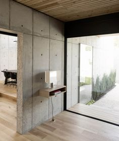 Concrete Box House is a modest house in Texas with a definite Japanese influence, designed by American architecture practice Robertson Design. Cabinet D Architecture, Concrete Architecture, Japanese Architecture, Futuristic Architecture, House Architecture, Concrete Houses, Concrete Wood, Concrete Design, Concrete Building