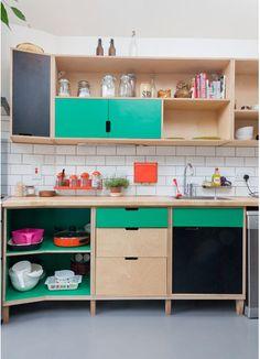 42 Retro Kitchen Design Ideas With Splash Of Colors Plywood Kitchen, Kitchen Paint, New Kitchen, Vintage Kitchen, Kitchen Decor, Kitchen Cabinets, Kitchen Ideas, Simple Kitchen Design, Interior Design Kitchen