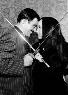 John Astin and Carolyn Jones as Gomez and Morticia Addams - The Addams Family halloween morticia Morticia Addams, Gomez And Morticia, The Addams Family 1964, Die Addams Family, Addams Family Tattoo, Los Addams, John Astin, Charles Addams, Tv Movie