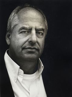 William Kentridge is a South African artist best known for his prints, drawings, and animated films. These are constructed by filming a drawing, making erasures and changes, and filming it again. Modern Artists, Contemporary Artists, Ephemeral Art, South African Artists, Fashion Mode, Museum Of Modern Art, Animation Film, Stop Motion, People