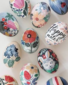 Christian Symbols, Painted Gourds, Egg Art, Floral Illustrations, Art Forms, Easter Eggs, Decorative Plates, Arts And Crafts, Hand Painted