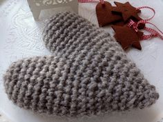 Crochet heart made of Lovikka-yarn. Fingerless Gloves, Arm Warmers, Personalized Gifts, Knit Crochet, Winter Hats, Wraps, Paper Crafts, Gift Wrapping, Crafty