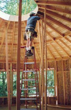 building a yurt Yurt Home, Cool Tree Houses, Tiny Houses, Circular Buildings, Yurt Living, Silo House, Dome House, Tiny House Movement, Round House