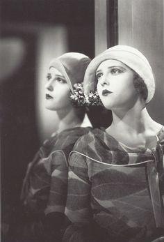 Marie Glory dans L'Argent (Marcel L'Herbier, 1927)