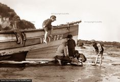 Whitby Beach by Frank Meadow Sutcliffe Old Pictures, Old Photos, Vintage Photographs, Vintage Photos, Nostalgic Images, Victorian Photos, Am Meer, North Yorkshire, Fishing Boats