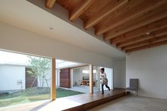 Wooden corridor, free anonymous space, low ceiling. Japanese Modern House, Japanese Interior, Japanese Furniture, Interior And Exterior, Interior Design, Deck, Sims House, Modern House Plans, Decoration