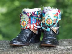 colorful tribal black reworked cowboy boots from TheLookFactory on Etsy Bohemian Boots, Hippie Boho, Trendy Fashion, Fashion Beauty, Boot Bling, Hippy, True Love, Earthy, Cowboy Boots