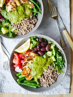 Mediterranean Halloumi Buckwheat Nourish Bowl recipe by Nourish Everyday -This delicious mediterranean inspired halloumi buckwheat bowl recipe makes an easy, healthy lunch or dinner. Gluten free, sugar free yet full of flavour!