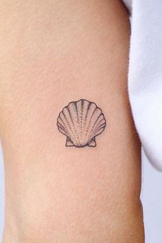 These tiny mini tattoos go anywhere, anytime! - These tiny mini tattoos go anywhere, anytime! Mini Tattoos, Little Tattoos, Body Art Tattoos, Tatoos, Dragon Tattoo For Women, Dragon Tattoo Designs, Tattoo Conchas, Tattoos For Women Small, Small Tattoos
