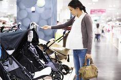 N'attendez pas l'arrivée de bébé pour vous équiper.  Pratique : la liste de ce qu'il vous faut et que vous pouvez acheter ou dénicher au mieux pendant votre grossesse.
