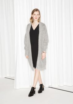 A long and sophisticated cardigan that is both soft and warm. Black Cardigan, Long Cardigan, Outfits 2016, Cardigan Outfits, Wool Blend, Knitwear, Duster Coat, Ready To Wear, Normcore