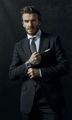 Portrait of David Beckham Pose Portrait, Portrait Photography Men, Photography Poses For Men, Business Portrait, Corporate Portrait, Handsome Men Quotes, Handsome Arab Men, Male Models Poses, Male Poses