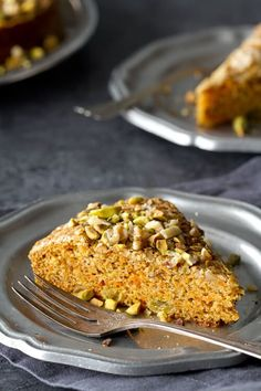 Flavored with pistachios and cardamon, this easy and moist carrot cake only needs a dusting of nuts. Perfect for dessert or brunch or as an afternoon snack!