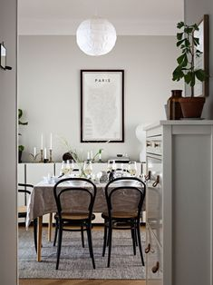 Dining room furniture ideas that are going to be one of the best dining room design sets of the year! Get inspired by these dining room lighting and furniture ideas! Decoration Inspiration, Dining Room Inspiration, Decor Ideas, Dining Table Chairs, Dining Room Furniture, Furniture Ideas, Rooms Home Decor, Interior Design Living Room, Luxury Interior
