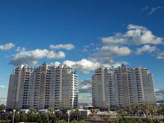 This is One Queensridge Place, Summerlin, Las Vegas. These condos are just amazing! Las Vegas Valley, Las Vegas Nevada, Las Vegas Living, Penthouse For Sale, Places To Rent, Las Vegas Homes, Las Vegas Real Estate, Luxury Condo, Las Vegas Strip