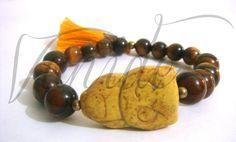 G-016Pulsera de piedra natural ojo de tigre y buho en pasta.$60,00.
