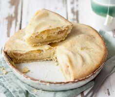 Julie Andrieu vous livre sa délicieuse recette de la tarte normande aux pommes et aux amandes !