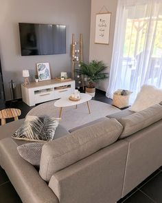 37 brilliant solution small apartment living room decor ideas and remodel 30 Small Apartment Living, Small Apartment Decorating, Small Living Rooms, Small Living Room Ideas With Tv, Small Livingroom Ideas, Decorating Small Living Room, Budget Living Rooms, Interior Design For Small Living Room, Tv Room Small