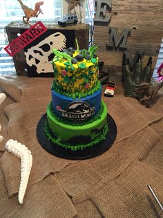 Emma's Jurassic World cake. 9th Birthday, Birthday Ideas, Birthday Parties, Jurassic World Cake, Dinosaur Birthday Cakes, Archie, Birthdays, Party Ideas, Food