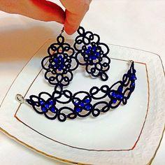 「Комплект украшений с ярко синими бусинами. #комплектукрашений #фриволите #серьги #серьгидлинные #браслет #вечерниесерги #вечерниеукрашения #мода…」