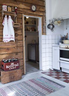 Det gamla skafferiet liksom timmerväggarna blir en utgångspunkt när köket ska renoveras.