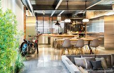 Reforma em oficina de moto cria casa espaçosa na Espanha - Casa