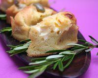 Minis cakes aux olives et à La vache qui rit