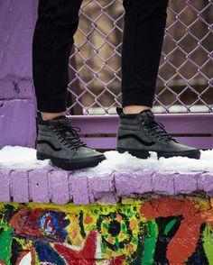 Explore in any weather with the MTE. Photo via Johnny De Guzman Sock Shoes, Vans Shoes, Shoe Boots, Crazy Shoes, Me Too Shoes, Sk8 Hi, High Top Vans, Pretty Shoes, Shoe Shop