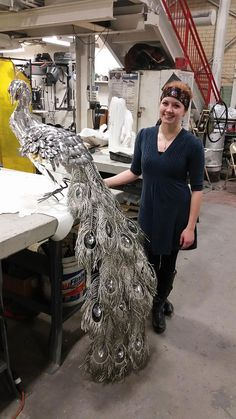 """steampunktendencies: """" Life-sized Peacock Sculpture made of spoons and other metal found objects by Liddlenomnom """" Metal Tree Wall Art, Scrap Metal Art, Metal Art Projects, Metal Crafts, Art En Acier, Art Beauté, Sculpture Metal, Wire Sculptures, Abstract Sculpture"""